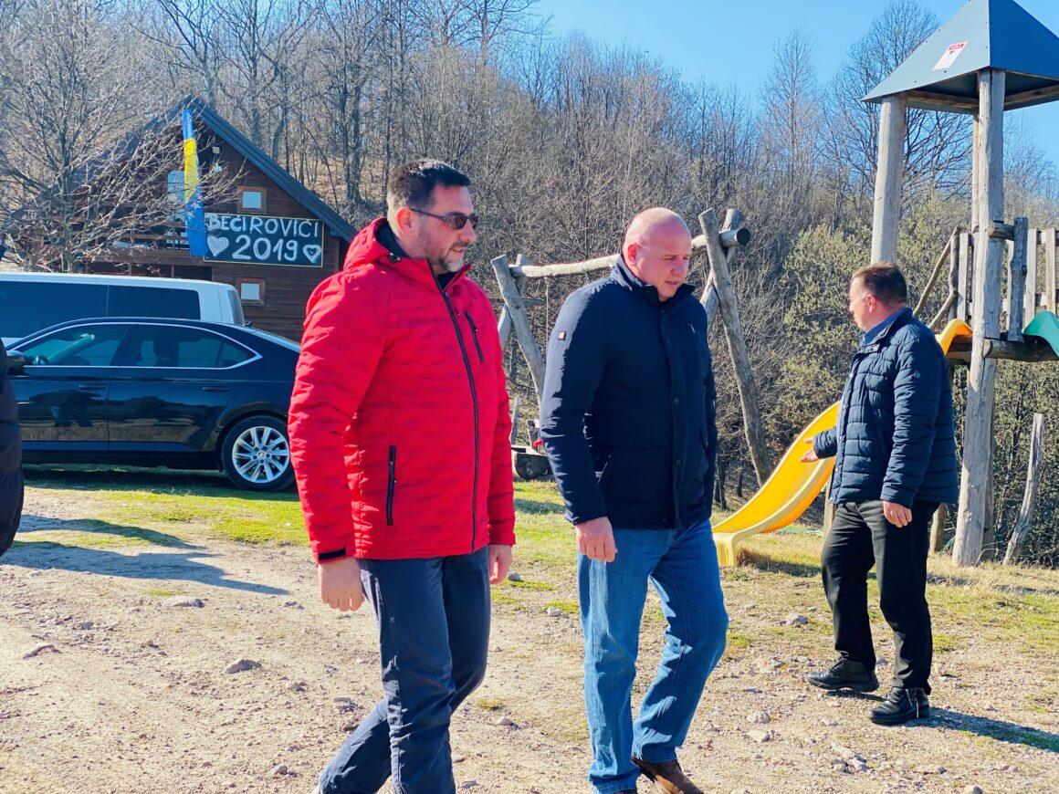 Zvornik: Ministar Ramić posjetio povratnike u Liplju
