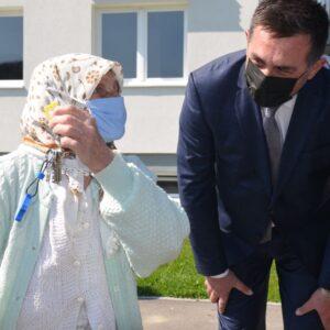 Zatvara se kolektivni centar u Srebreniku: Ključeve stanova preuzele 62 porodice