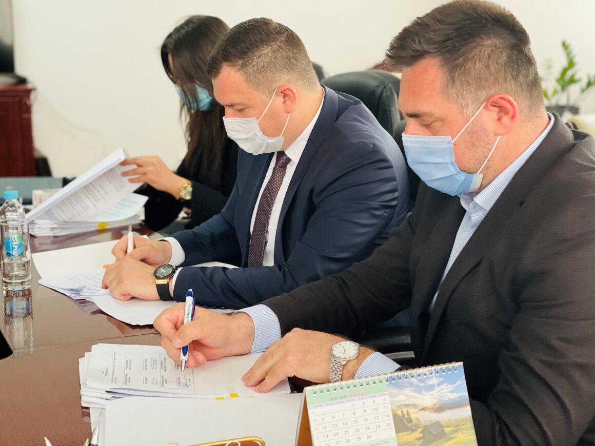 Ramić, Lučić i Ninković potpisali 13 ugovora za gradnju stambenih jedinica za korisnike kolektivnih i alternativnih smještaja